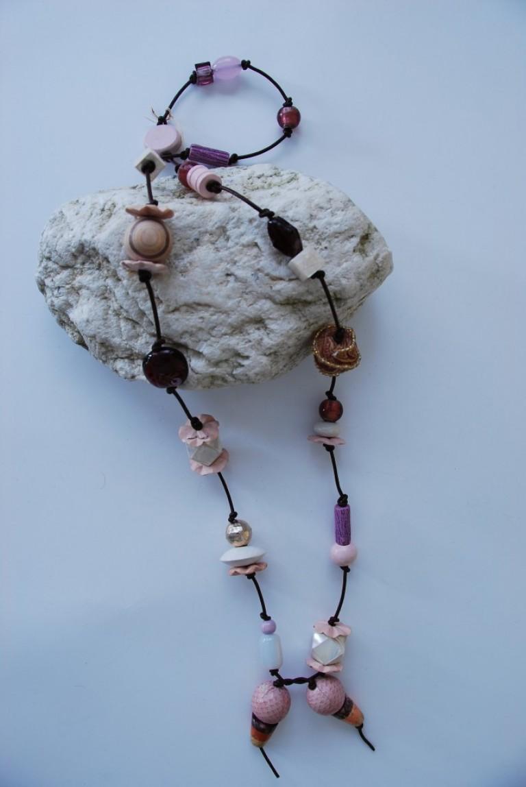 Lederbandkette mit Achaten, Silber, Schlangenleder, Perlmutt, Silberfolienperlen und Keramik
