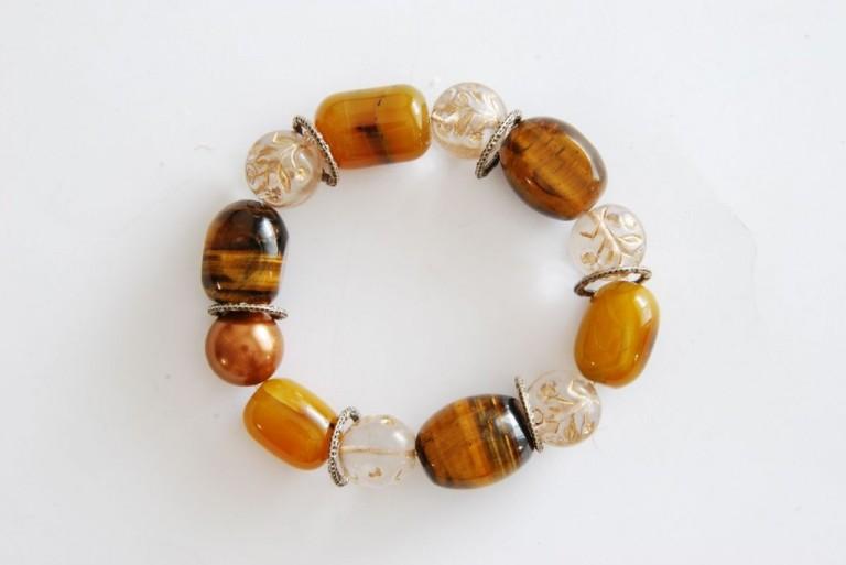Armband mit Tigerauge, Achaten, Vintageglasperlen und Metallelementen
