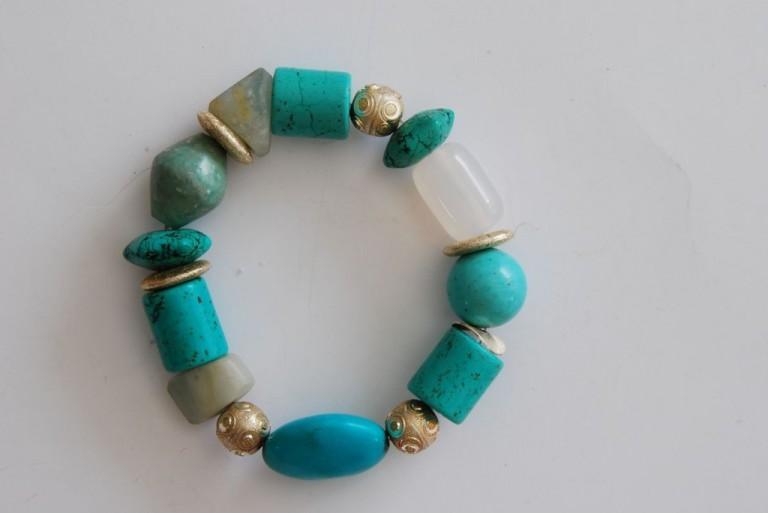 Armband mit Tuerkisen, Achaten und Silber