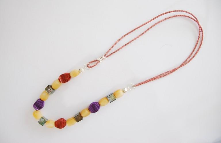 Lederbandkette mit Orangencalcit, Silber und Perlmutt