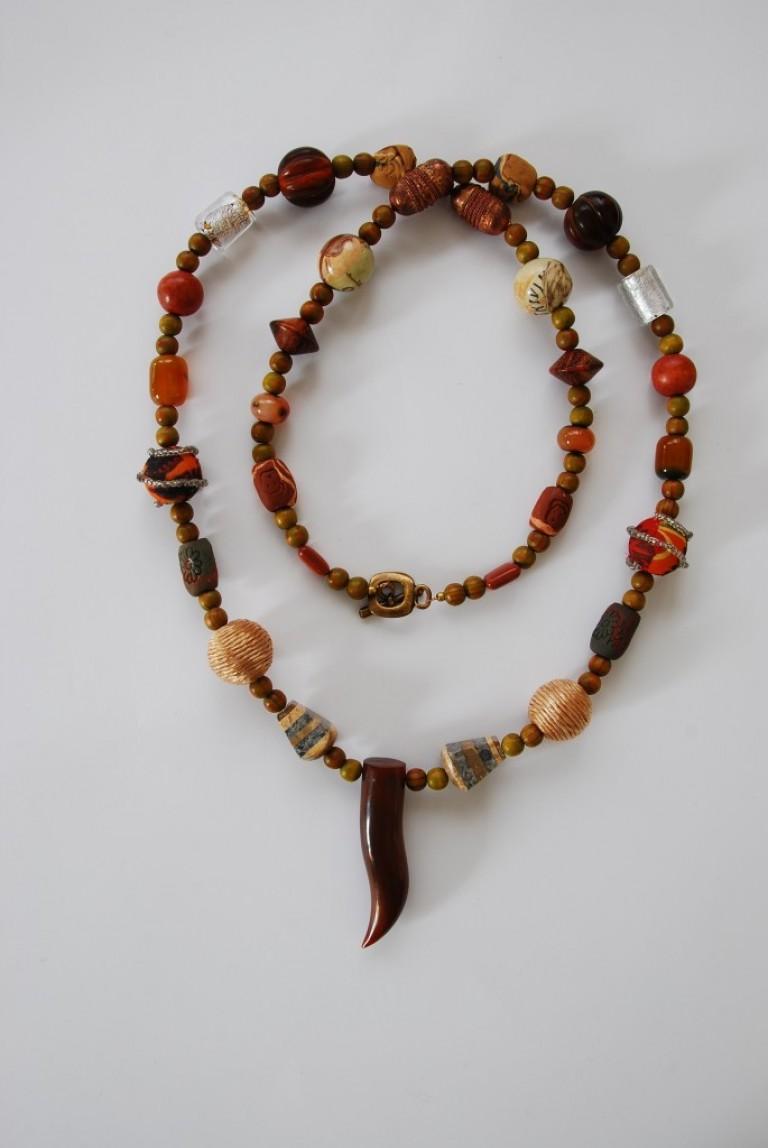 Langkette mit Hornanhänger, Achaten, Holz- und Hornperlen, Silberfolienperlen, Kupfer und sonstigen Elementen