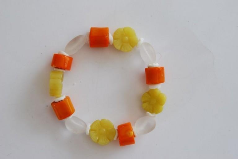 Armband mit Bambuskoralle, Bergkristall, weisser Koralle und Jade
